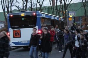 Die meisten Fahrschüler des Gymnasiums der Gemeinde Kreuzau nehmen morgends den Bus.