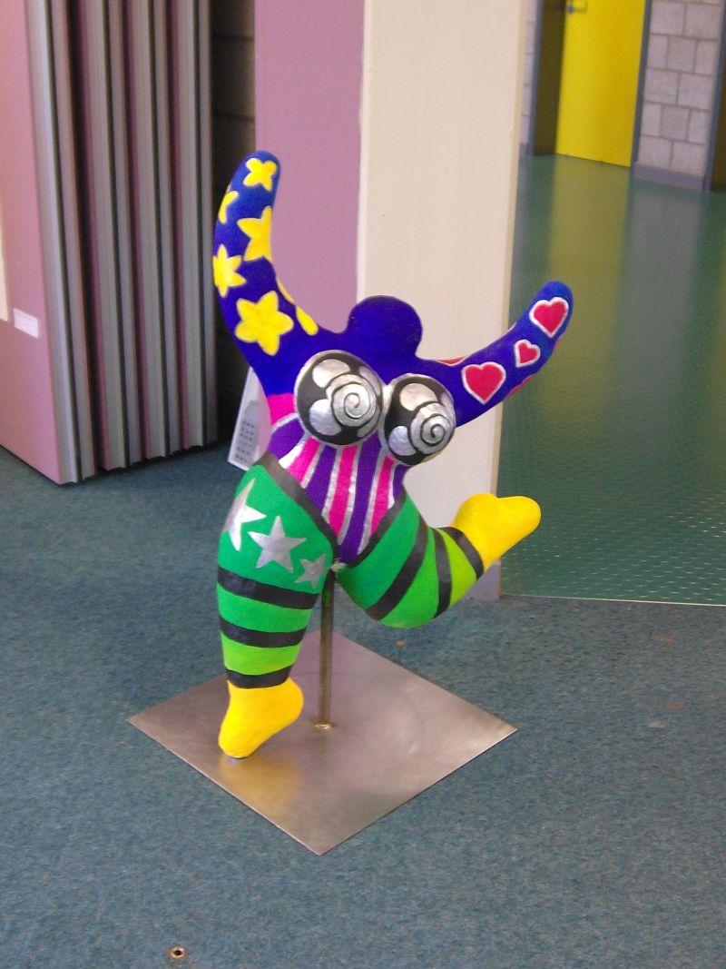 Werke unserer Kunstkurse finden Besucher unserer Schule an vielen Stellen des Gebäudes.