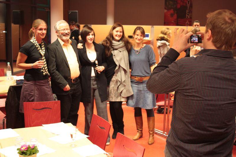 Mehrere Referendare und Kollegen verabschiedeten sich am vergangene Freitag ebenfalls vom Kreuzauer Gymnasium.