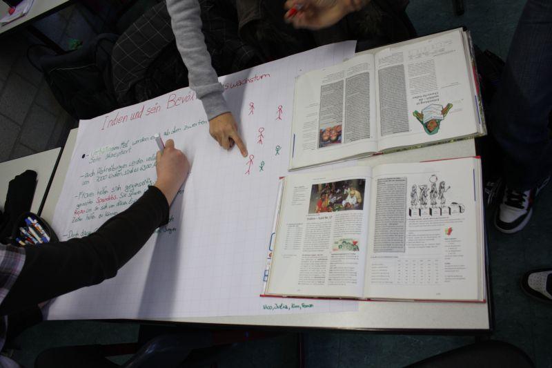 Einzeln, paarweise oder in Gruppen erarbeiten unsere Schüler Hypothesen und Fragen, klären sie anhand von Informationsmaterial und präsentieren ihre Ergebnisse - zum Beispiel in Form eines Flip-Chart-Plakats.