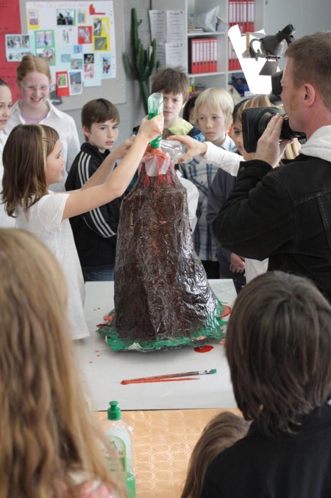 Für die Lokalzeit aus dem WDR-Studio in Aachen war ein Kamerateam beim Tag der Naturwissenschaften in unserer Schule unterwegs.