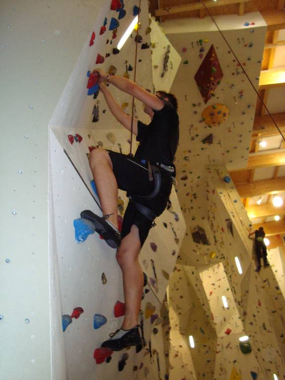 Klettern stärkt das Selbstvertrauen. Denn jede Farbe markiert einen Kletterpfad mit einem anderen Schwierigkeitsgrad - da ist für alle etwas dabei.