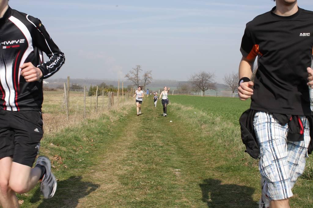 Bei frühsommerlichem Wetter liefen unsere Schülerinnen und Schüler am vergangenen Samstag durch die Felder unweit der Schule.