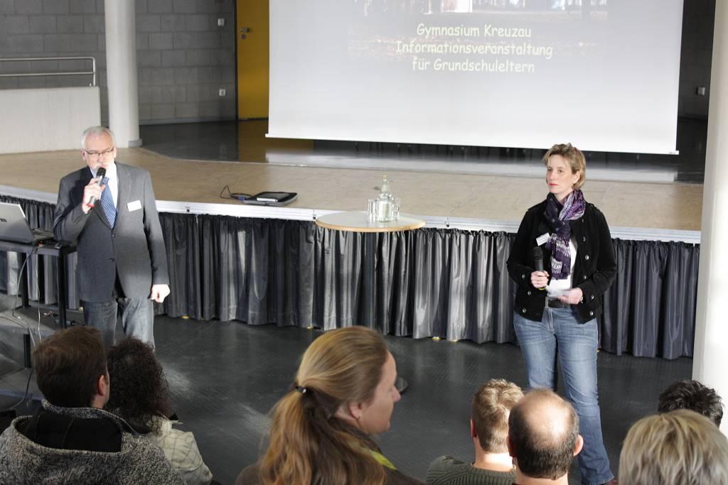Der Schulleiter und unsere Unterstufenkoordinatorin informierten unter anderem über Sprachenwahl, Betreuungsangebote und individuelle Förderung.