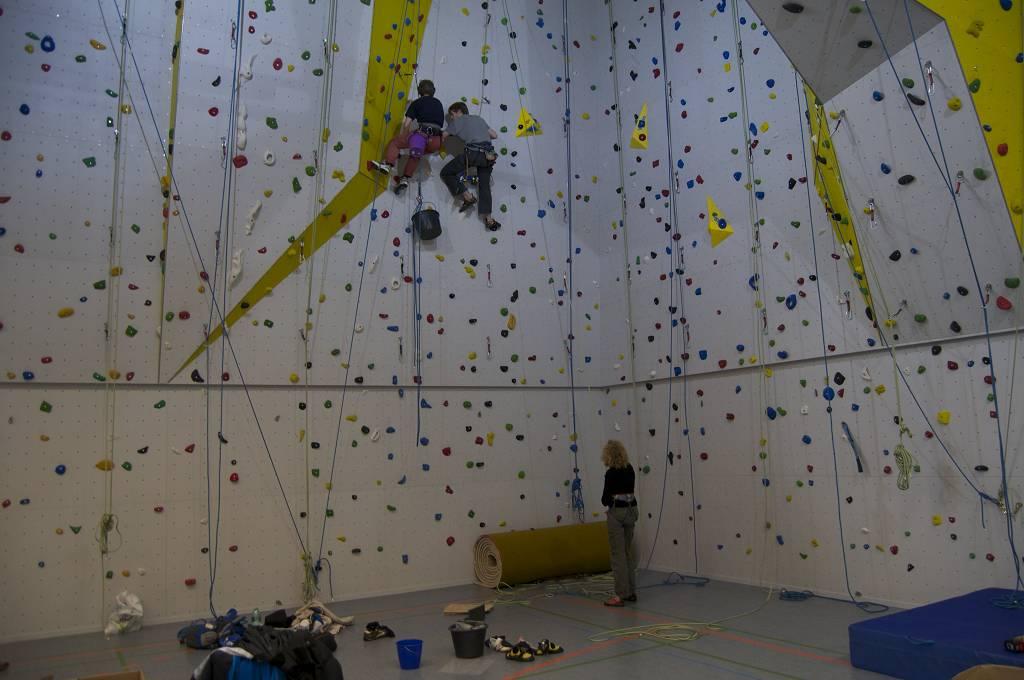 Klettern fördert Selbstvertrauen, Kraft und Geschicklichkeit.
