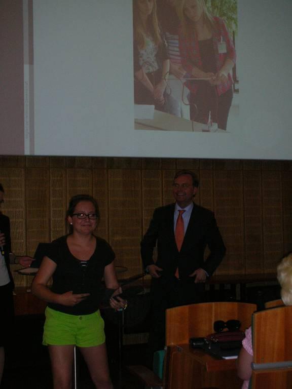 Auch der Bundestagsabgeordnete Thomas Rachel lobte unsere Schülerinnen für ihre Leistungen.