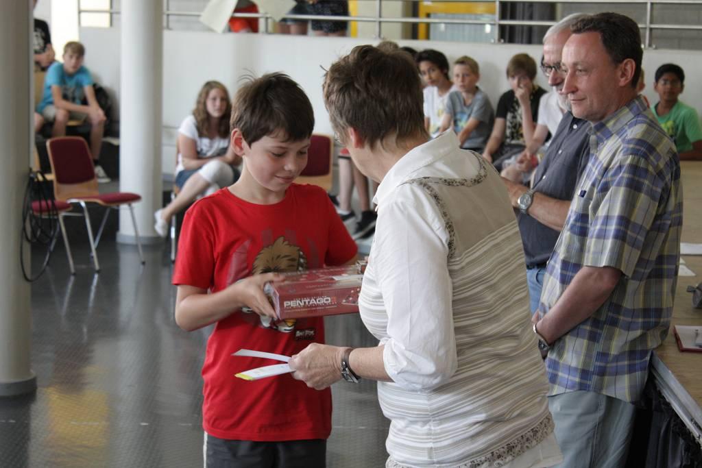 """Für Gewinner beim Mathematik-Wettbewerb """"Känguru"""" gab es auch Gesellschaftsspiele als Preis."""