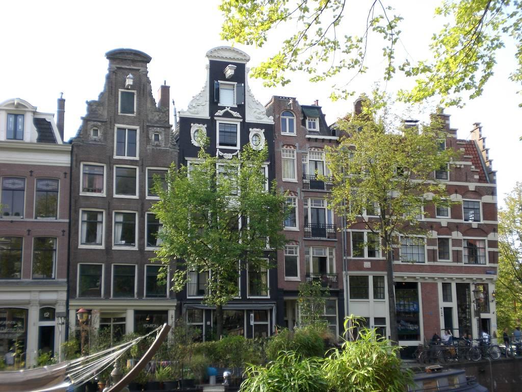 In einem Rausch aus Architektur und Kunst wandelte der Kunst-Leistungskurs durch Amsterdam.