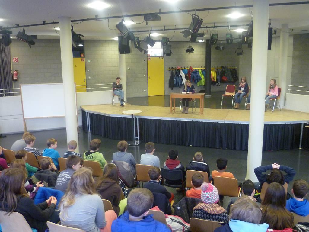 Ein besonders spannendes Ereignis in der Erprobungsstufe ist unser Vorlesewettbewerb im Forum.