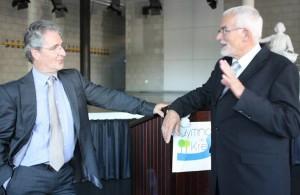 Mit Beginn des Schuljahrs 2014/ 15 hat Wolfgang Arnold (links) die Schulleitung von seinem Vorgänger Wolfgang Röther (rechts) übernommen.