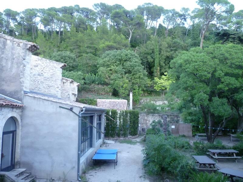 Blick aus einem Fenster der Unterkunft in den Innenhof. Hier fand auch das sonntägliche Abendessen statt.