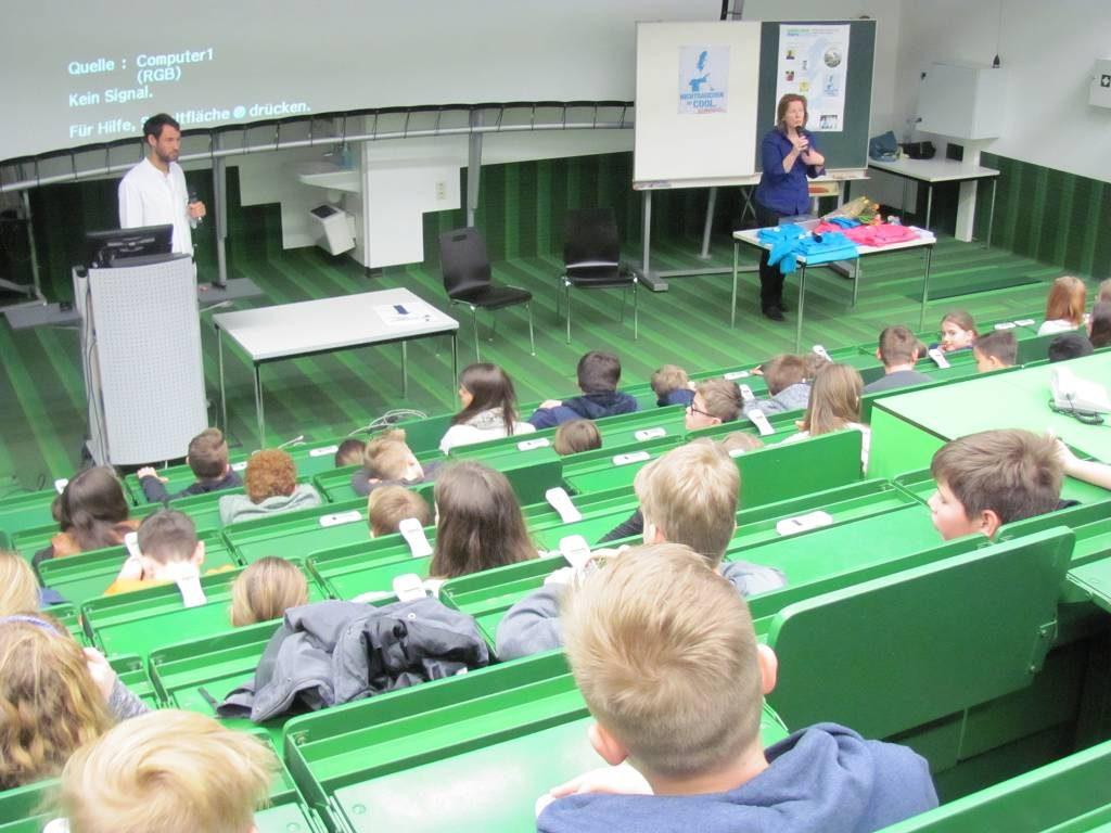 Ein Nebeneffekt der Fahrt nach Aachen: Die Teilnehmer hatten die Gelegenheit, schon lange vor dem Abitur einmal Uni-Atmosphäre kennenzulernen.