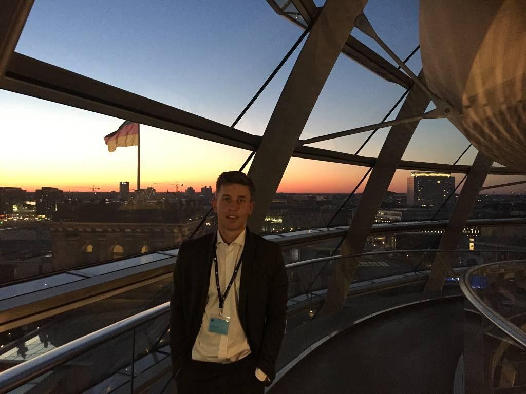 Der Sonnenuntergang über Berlin von der Reichstagskuppel aus gesehen - großes Kino!