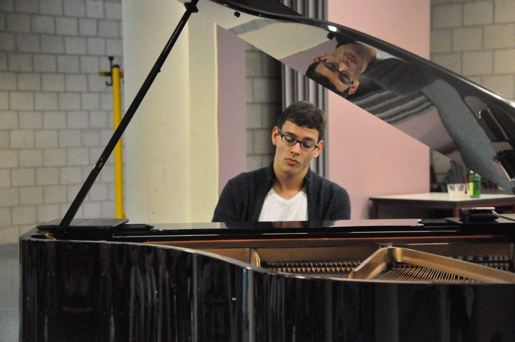 Auf Augenhöhe mit dem Profi – Spannungen-Pianist Aaron Pilsan ...