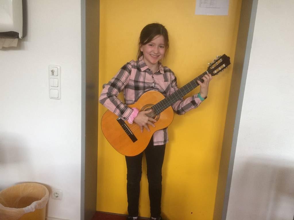 ...und an der Gitarre.
