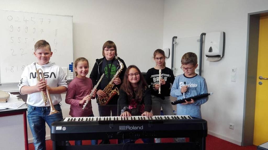 Eine Gruppe der 6a beim Einspielen ihrer Tonspur.