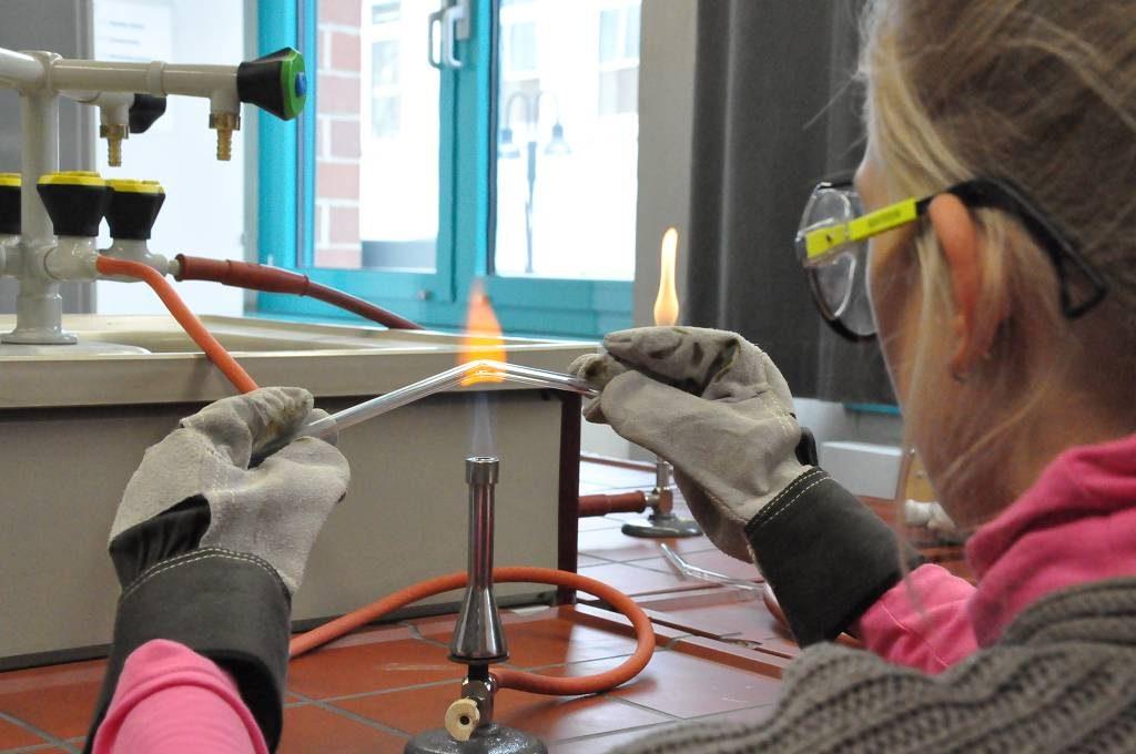 Die Fachschaft Chemie bot Mitmachexperimente an.