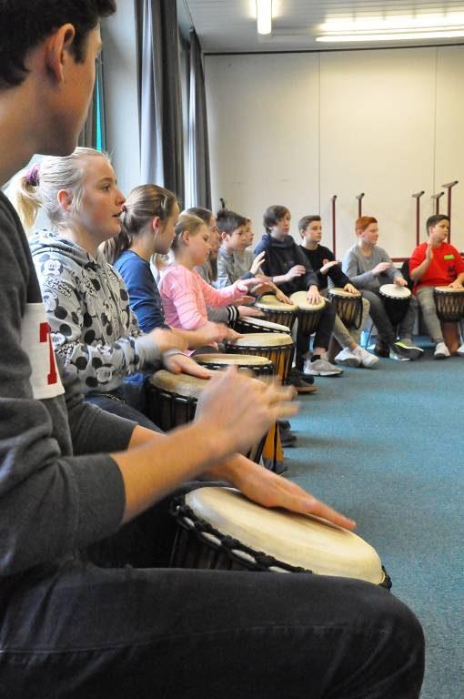 Die Trommel-AG begrüßte die Besucher am Gymnasium Kreuzau.